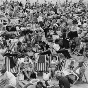 Margate Crowds by Evening Standard