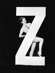 Woman with Huge Letter Z by Everett Collection