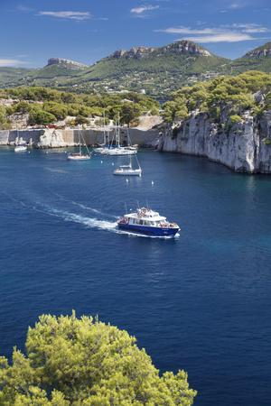 https://imgc.artprintimages.com/img/print/excursion-boat-provence-alpes-cote-d-azur_u-l-q12stbg0.jpg?p=0