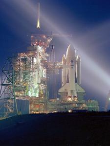 Exposition Nocturne De La Navette Spatiale Columbia Pour Sa 1Ere Mission Sts-1 Le 3 Mai 1981