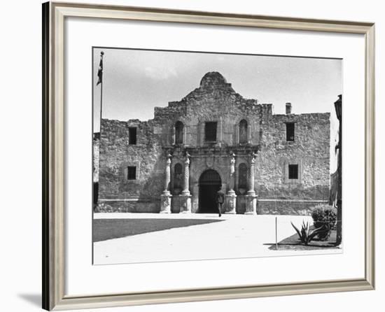 Exterior of the Alamo-Carl Mydans-Framed Photographic Print