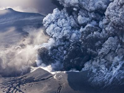 Eyjafjallajokull volcano erupting in Iceland-Paul Souders-Photographic Print