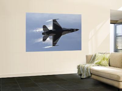 F-16 Fighting Falcon--Giant Art Print
