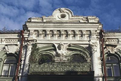 https://imgc.artprintimages.com/img/print/facade-of-building-on-khreshchatyk-street-kiev-ukraine_u-l-pow7h00.jpg?p=0