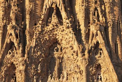 https://imgc.artprintimages.com/img/print/facade-of-the-nativity-sagrada-familia-by-architect-antonio-gaudi-unesco-world-heritage-site-ba_u-l-q1btjp50.jpg?p=0