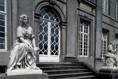 Facade onto Garden of Seneffe Castle, 1763-1768-Laurentius Benedictus Dewez-Giclee Print