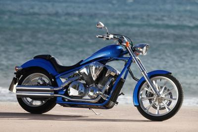 Motorcycle, Honda, Cruiser, Blue, Sea in the Background, Side Standard Right