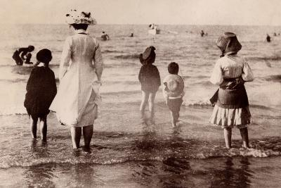 Family at the Beach, 1890--Photographic Print
