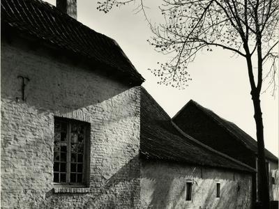 https://imgc.artprintimages.com/img/print/farm-house-europe-1971_u-l-q1g6qkx0.jpg?p=0
