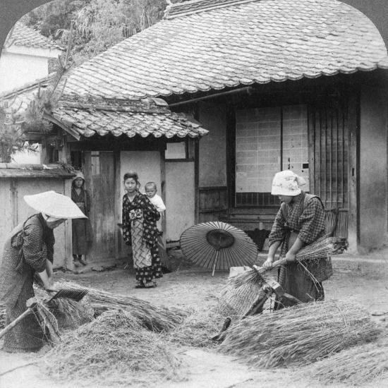Farmers Wives at Work, Iwakuni, Japan, 1904-Underwood & Underwood-Photographic Print