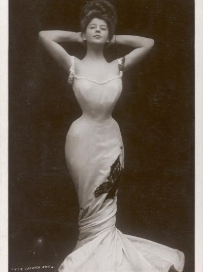 Fashionable Shape 1906--Photographic Print