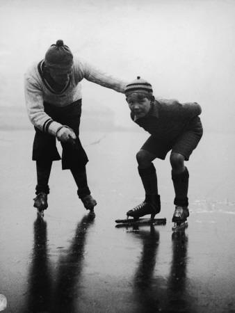 https://imgc.artprintimages.com/img/print/father-teaching-son-to-ice-skate-on-frozen-lake_u-l-q10c3c10.jpg?p=0