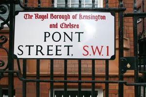 London Pont Street by Felipe Rodriguez