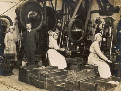 Female War Workers in a Manchester Munitions Factory--Photographic Print