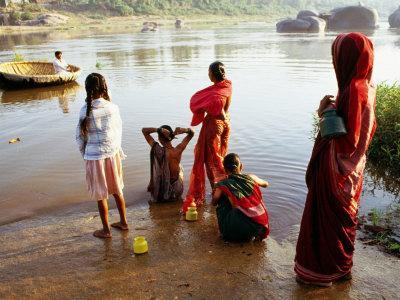 https://imgc.artprintimages.com/img/print/females-washing-in-river-in-morning-hampi-karnataka-india_u-l-p21kie0.jpg?p=0