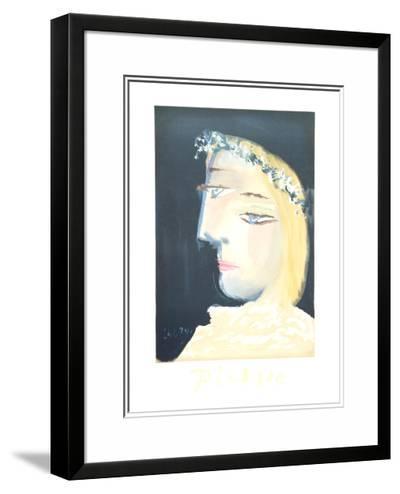 Femme a la Robe, Blanche Couronee de Fleurs-Pablo Picasso-Framed Art Print