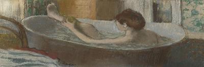 Femme dans son bain s'épongeant la jambe-Edgar Degas-Giclee Print