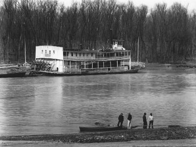 Ferry and River men, Vicksburg, Mississippi, c.1936-Walker Evans-Photo