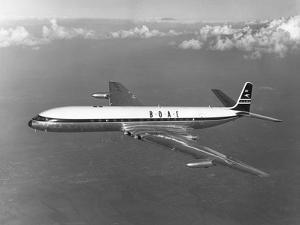 First Flight of the Comet 4