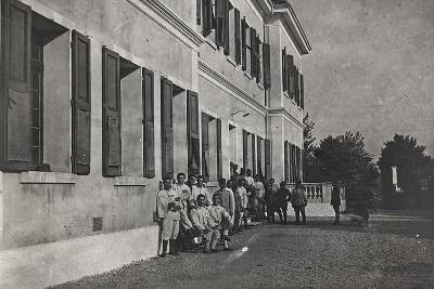 First World War: A Group of Wounded Soldiers at the Military Hospital in Front of Cervignano--Photographic Print