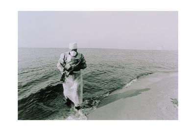 https://imgc.artprintimages.com/img/print/fish-being-taken-from-the-chernobyl-cooling-pond_u-l-pk0kmq0.jpg?p=0