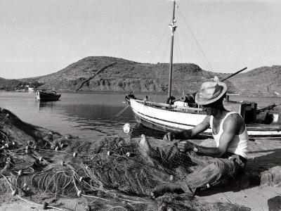 https://imgc.artprintimages.com/img/print/fisherman-tends-to-his-nets-in-greece_u-l-p40hmk0.jpg?p=0