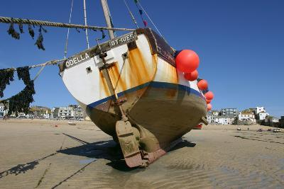 Fishing Boat in the Harbour at Low Tide, St Ives, Cornwall-Peter Thompson-Photographic Print