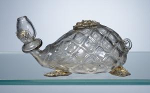 Flacon en forme de tortue aux armes des Médicis