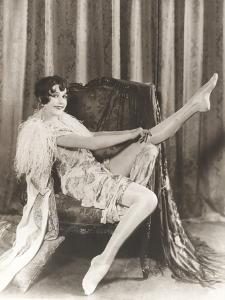 Flapper Rolling Up Stockings