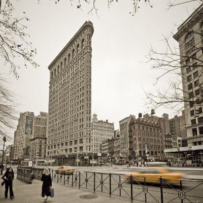 Flatiron Building, Fifth Avenue and Broadway, New York City, USA-Alan Copson-Photographic Print