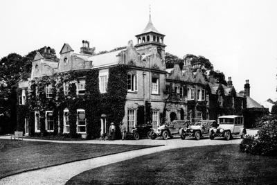https://imgc.artprintimages.com/img/print/fleet-of-cars-at-castle-malwood-hampshire_u-l-q10lzn40.jpg?p=0