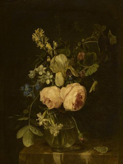 Fleurs dans un vase de verre sur une console de marbre--Giclee Print