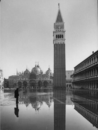 https://imgc.artprintimages.com/img/print/flooded-piazza-san-marco-with-st-mark-s-church-in-the-background_u-l-p3ncnt0.jpg?p=0