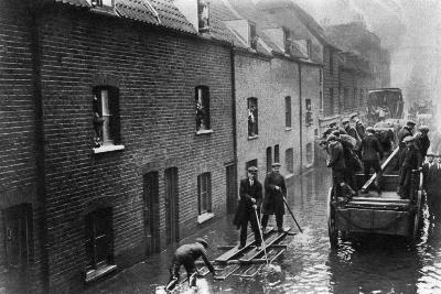 Flooding of London, January 1928--Giclee Print