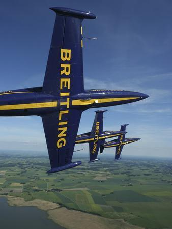https://imgc.artprintimages.com/img/print/flying-with-the-aero-l-39-albatros-of-the-breitling-jet-team_u-l-pixtv00.jpg?p=0