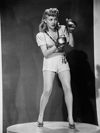 Footlight Serenade, 1942