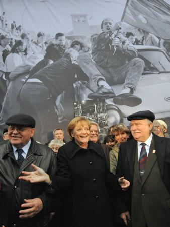 https://imgc.artprintimages.com/img/print/former-soviet-leader-mikhail-gorbachev-and-others-during-the-commemorations-of-fall-of-berlin-wall_u-l-q10oqda0.jpg?p=0