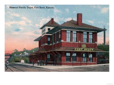 Fort Scott, Kansas - Missouri Pacific Railroad Depot-Lantern Press-Art Print
