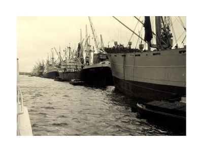 Foto Dampfschiffe Im Hafen, Dampfer Hersilia--Giclee Print