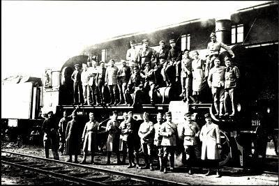 Foto Deutsche Dampflok, Besatzung Vor P8--Giclee Print