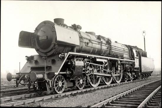 Foto Deutsche Einheits Stromlinienlok Nr. 05 002--Giclee Print