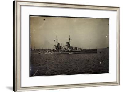 Foto Deutsches Kriegsschiff, S.M.S König Am Ufer--Framed Giclee Print