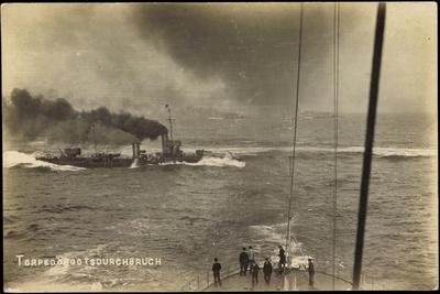 https://imgc.artprintimages.com/img/print/foto-deutsches-kriegsschiff-torpedobootsdurchbruch_u-l-porr570.jpg?p=0