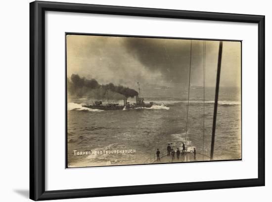 Foto Deutsches Kriegsschiff, Torpedobootsdurchbruch--Framed Giclee Print