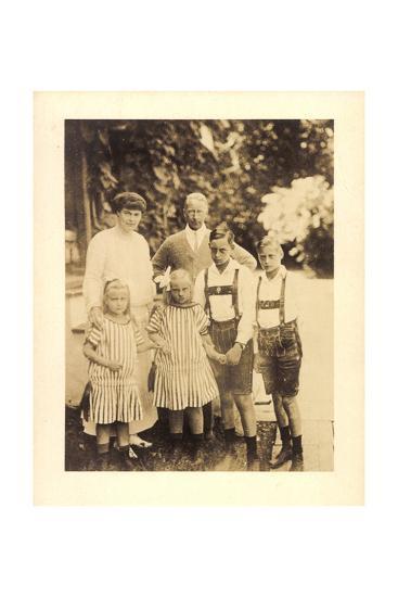 Foto Kronprinz Wilhelm Von Preußen Mit Kindern--Giclee Print