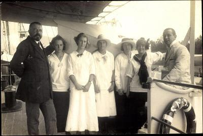 Foto Passagiere Auf Einem Britischen Dampfschiff--Giclee Print