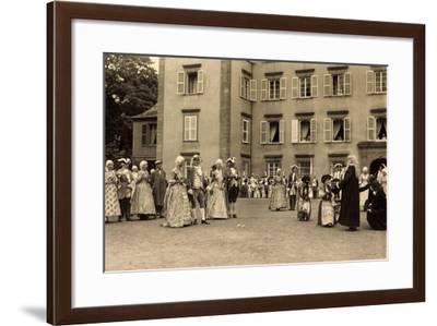 Foto Schwetzingen, Leute in Adelskostümen--Framed Giclee Print