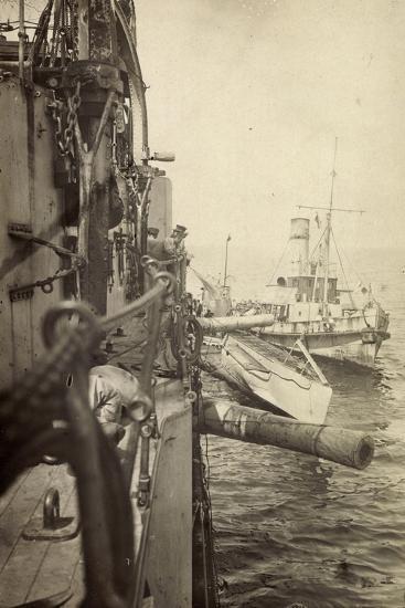 Foto U Boot 48 L?ngsseits, Kriegsschiff, Gesch?tze--Giclee Print