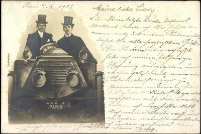 Foto Zwei Herren Mit Zylinder Sitzen in Automobil--Giclee Print