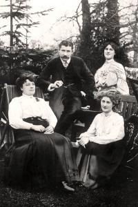 Zena (1887-197) and Phyllis Dare (1890-197), English Actresses, with their Parents, 1906 by Foulsham and Banfield